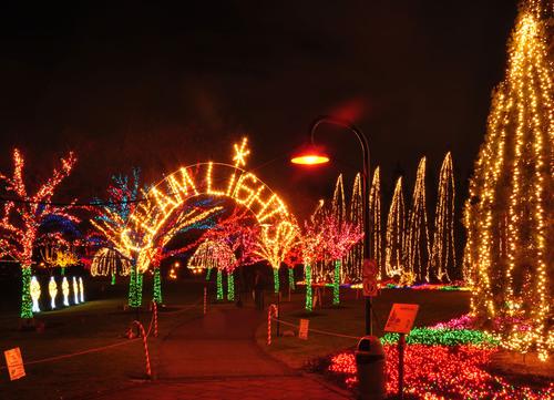 Ivar's Clam Lights at Gene Coulon Memorial Beach Park in Renton, Wash.  (PRNewsFoto/Ivar's)