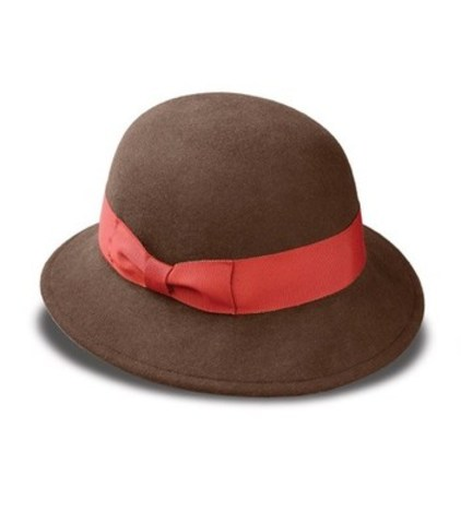 Conseil no 3 : Pour un visage long...le chapeau cloche retro (Groupe CNW/Tilley Endurables Inc)