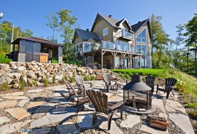 Vue magnifique de l'Amaryllis, à Petite-Rivière-Saint-François, Québec, Canada. Il s'agit de l'une des 45 000 propriétés offertes en location pour vos vacances sur CanadaStays.com.  (Groupe CNW/CanadaStays)