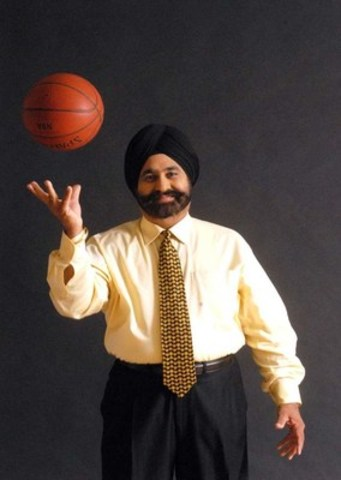 Raptors Superfan Nav Bhatia (CNW Group/Transformation Institute for Leadership and Innovation)