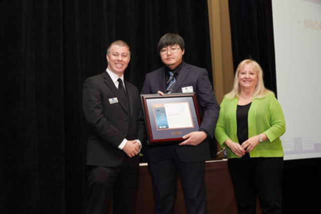 The Canadian Payroll Association welcomed 1249 newly certified Payroll Compliance Practitioners and 122 Certified Payroll Managers at Ontario Certification Recognition Events in April. Pictured: CENTRE, Etobicoke's Alexander Li who achieved Bronze honours for top marks in the GTA region; LEFT, Chris Pacella, Manager of Certification for the Canadian Payroll Association; RIGHT, Catherine Johnstone, Board Member. More at payroll.ca. (CNW Group/Canadian Payroll Association)