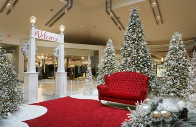 Dufferin Mall''s Santa's display has been warmly welcomed by customers, with its modern yet traditional look. (CNW Group/Dufferin Mall)