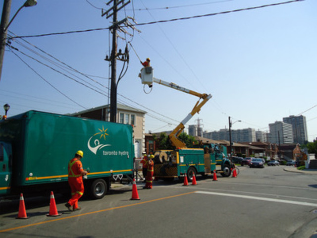 Toronto Hydro overhead and underground crews worked through the night and into today to replace a failed cable in the Marlee and Eglinton Avenue area. This cable must be put back into service to relieve the electricity loads on adjacent cables that could potentially overload due to the heat. (CNW Group/Toronto Hydro Corporation)