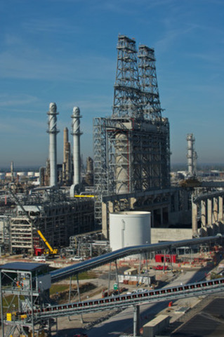 Coker and refinery expansion (CORE) project at the Wood River Refinery, jointly owned by Cenovus and Phillips 66 (CNW Group/Cenovus Energy Inc.)