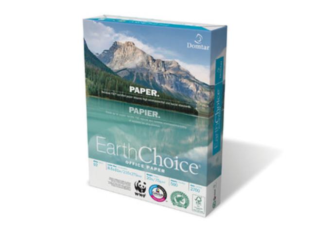 Produit EarthChoice, de Domtar, arborant fièrement le sceau Rainforest Alliance Vérifié. (Groupe CNW/Domtar Corporation)