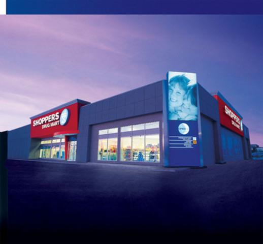Fondée en 1962, Shoppers Drug Mart célèbre son 50e anniversaire. Au cours des cinq dernières décennies, la société a changé le paysage de la vente au détail et influé positivement sur la vie des Canadiens par l'ajout de services de soins de santé novateurs, de marques maison économiques, de l'un des plus importants et populaires programmes de fidélisation et par l'introduction des catégories de produits de beauté et alimentaires (Groupe CNW/Corporation Shoppers Drug Mart)