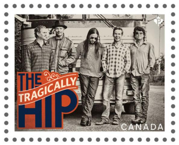 Ce timbre de la série consacrée aux artistes canadiens de la chanson met en scène The Tragically Hip (Groupe CNW/Postes Canada)