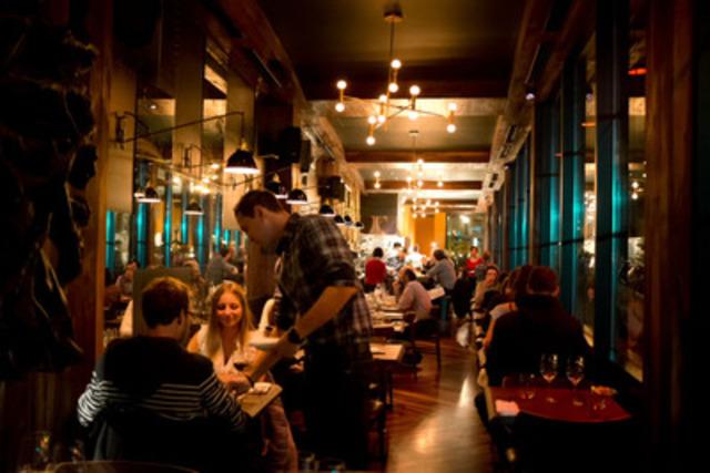 Après 11 jours de festivités culinaires, la deuxième édition de MTL à TABLE <http://www.tourisme-montreal.org/mtlatable/index.php> a pris fin le 11 novembre dernier. Près de 100 000 personnes ont pris part à cette frénésie gourmande, générant des revenus pour les restaurateurs participants de l'ordre de 4 millions de dollars. (Restaurant Racines) (Groupe CNW/Tourisme Montréal)