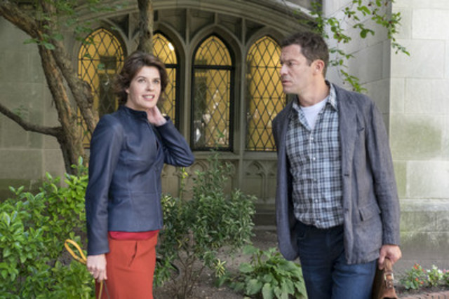 Irene Jacob as Juliette Le Gall and Dominic West as Noah Solloway in The Affair (season 3, episode 1). - Photo: Phil Caruso/SHOWTIME - Photo ID: TheAffair_301_1610 (CNW Group/CraveTV)