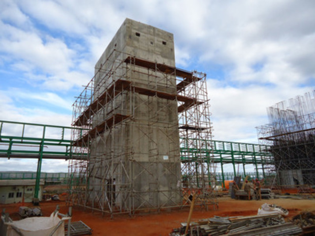 Pedestal for Kiln with Scaffolding Being Removed (CNW Group/Largo Resources Ltd.)