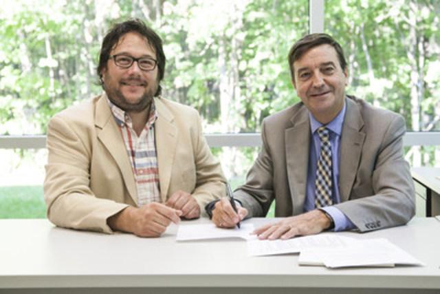 Messieurs Simon Chrétien, directeur général de la Vallée de la Plasturgie, et Laurent Côté, vice-président – Recherche, innovation et partenariats, du CRIQ. (Groupe CNW/Centre de recherche industrielle du Québec)
