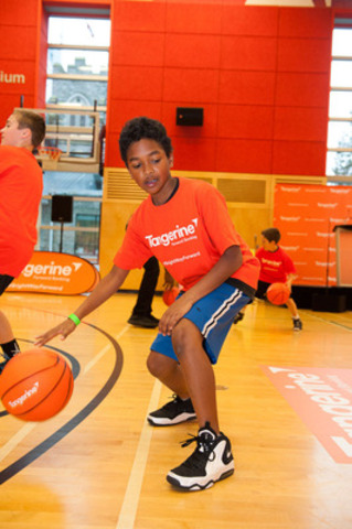 Tangerine brought its new #BrightWayForward program to Vancouver with a Community Gym event attended by 150 youth who took part in empowerment and basketball skills training. (CNW Group/Tangerine)