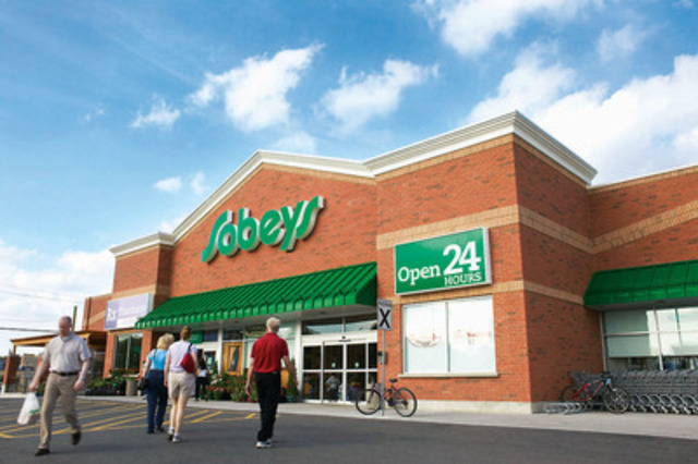Sobeys Inc. announced today a partnership with Chef Jamie Oliver who will collaborate with the retailer to educate and inspire Canadians to eat better. (CNW Group/SOBEYS INC.)