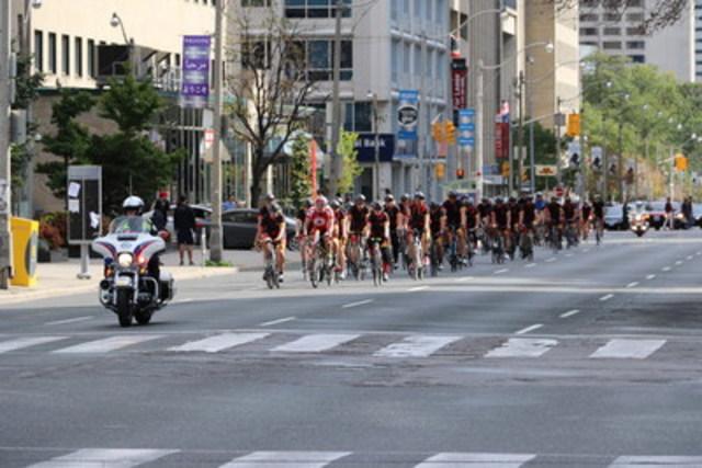 Sears à vélo contre le cancer chez les jeunes - Toronto (Groupe CNW/Sears Canada Inc.)