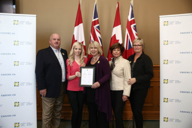At Queen's Park after the passing of the Skin Cancer Prevention Act, (l-r) Ralph Neale (Kate's father), Canadian Cancer Society volunteer Kate Neale, Health Minister Deb Matthews, Diana Neale (Kate's mother), and Trish Martin (Kate's aunt). (CNW Group/Canadian Cancer Society (Ontario Division))