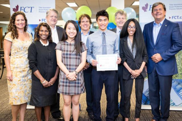 De gauche à droite : Anna Magarvey, vice-présidente aux bourses d'études à la Fondation de bienfaisance de FCT; Indira Naidoo-Harris, députée d'Halton à l'Assemblée législative de l'Ontario; Rob Burton, maire d'Oakville; Bernice Ho, récipiendaire d'une bourse; Michael LeBlanc, chef de la direction de FCT; Liam Ma, récipiendaire d'une bourse; Nick Hutchins, conseiller municipal d'Oakville; Muluba Habanyama, ancienne récipiendaire; et John Oliver, député d'Oakville à la Chambre des communes du Canada. (Groupe CNW/FCT)