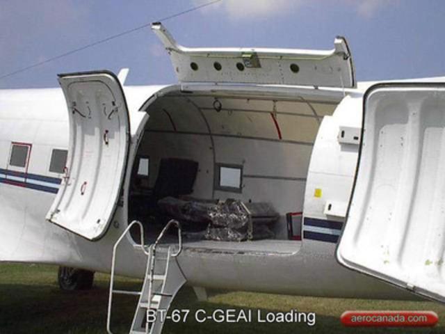 BT-67 Large cargo door (CNW Group/Cargo North)