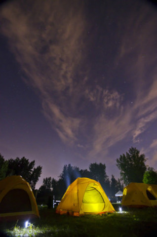 Spend the night under the stars at the Chambly Canal! © Parks Canada (CNW Group/Agence Parcs Canada - Unité des voies navigables)