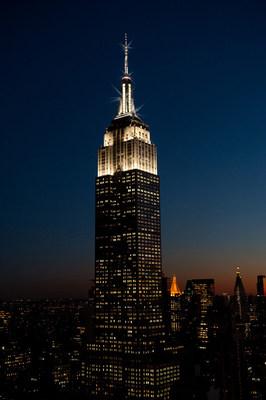 ยอดตึกเอ็มไพร์สเตทพร้อมเปล่งประกายระยิบระยับทุกชั่วโมง ต้อนรับการปรับเวลาออมแสงในนิวยอร์ก