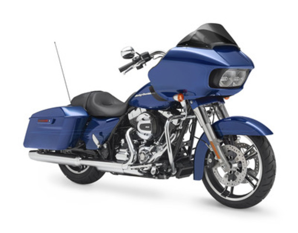 2015 HARLEY-DAVIDSON ROAD GLIDE MODEL ROARS BACK (CNW Group/Deeley Harley-Davidson Canada)