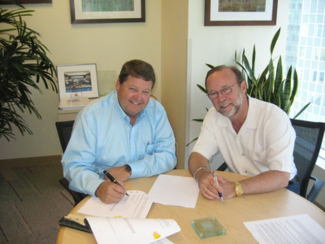 Mainland Sand and Gravel President, Ted Carlson (L) and Paul McElligott, President, Ledcor Resources & Transportation, sign the agreement to make it official. (CNW Group/Ledcor Industries)