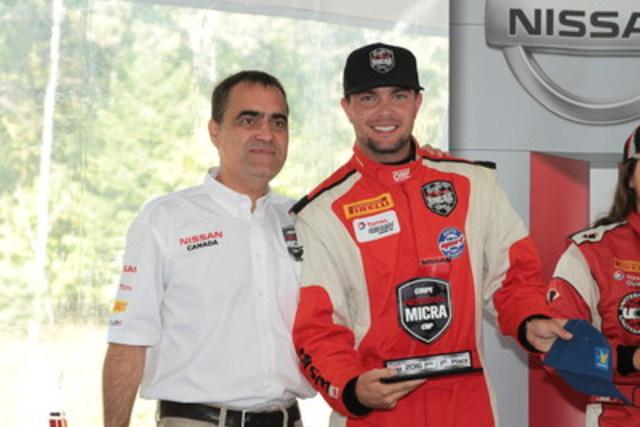 Xavier Coupal, avec le président de Nissan Canada Inc, monsieur Joni Paiva (Groupe CNW/Nissan Canada Inc.)
