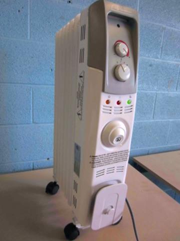 Vue de face du radiateur à huile Garrison de 1 500 W (#043-5863-4) (Groupe CNW/Midea International)