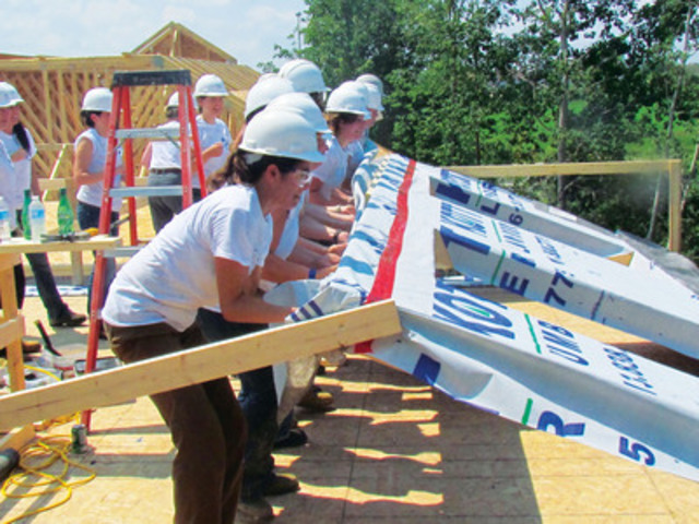 SFI joined Habitat for Humanity National Capital Region for a Women in Wood Build Day. Twenty women worked on the framework of a new home for an Ottawa-area Ojibwe-Cree family. (CNW Group/Sustainable Forestry Initiative (SFI))