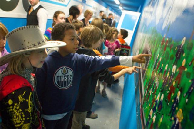 La section été de la fresque réalisée par les élèves de l'école Saint-Jean-Baptiste (Groupe CNW/Société du Centre des congrès de Québec)