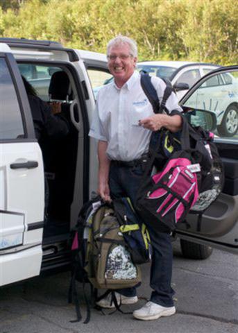 Ron Nicholson, employé et bénévole des Pionniers de Bell Aliant, recueillies des sacs à dos à travers de la Nouvelle-Écosse dans le cadre de son rôle en tant que bénévole pour le programme Sacs à dos pour les enfants (Groupe CNW/BELL ALIANT INC. - FRANCAIS)