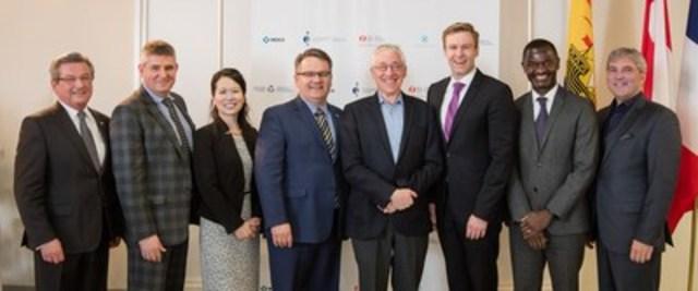 Des représentants du gouvernement et de l'industrie se sont réunis ce matin au Centre hospitalier universitaire Dr-Georges-L. Dumont à Moncton, au Nouveau-Brunswick, pour annoncer un partenariat de 4 M$ à l'appui de l'initiative Personnalisez mon traitement. (Groupe CNW/Merck Canada Inc.)