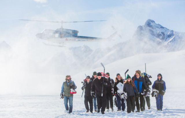 Molson Canadian #ANYTHINGFORHOCKEY Winners arrive at epic outdoor rink in the Rocky Mountains (CNW Group/MOLSON CANADIAN)