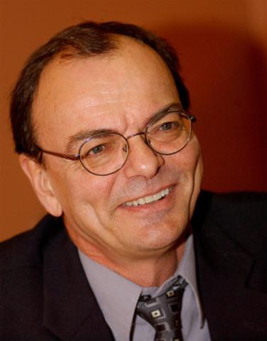 Jean-Pierre Côté, lauréat 2011 du Prix de reconnaissance Ron MacDonald du RCDR (Groupe CNW/Réseau canadien de documentation de recherche)