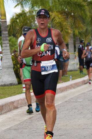 Nadine Fougeron, co-fondatrice et porte-parole de la Journée mondiale de l'agriculture, portait les couleurs de l'agriculture aux Championnats du monde de triathlon à Cozumel au Mexique (Groupe CNW/AGyours)