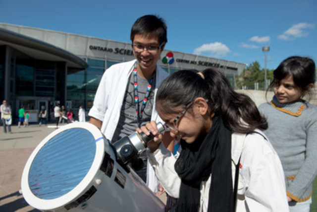 Using a specially filtered telescope, a visitor tries her eye at identifying sunspots on our nearest star at the Ontario Science Centre's seventh annual Community Day, presented by TELUS®, on September 4, 2016. Community Day ensures science and technology are accessible to all members of the community. (CNW Group/Ontario Science Centre)