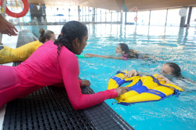 A growing body of research on the teen brain showing that there are physiological reasons that teens participate in risky behavior prompted the LifeSaving Society to expand its Swim To Survive+ program. Grade 7 students learn Swim to Survive+ skills at Regent Park Aquatic Centre today. (CNW Group/Lifesaving Society)
