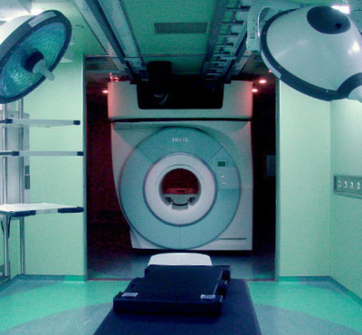 The IMRIS VISIUS iMRI at Huashan Hospital in Shanghai, China, provides neurosurgeons high-quality MR images during surgery which results in more complete brain tumor removal in patients. (CNW Group/IMRIS Inc.)