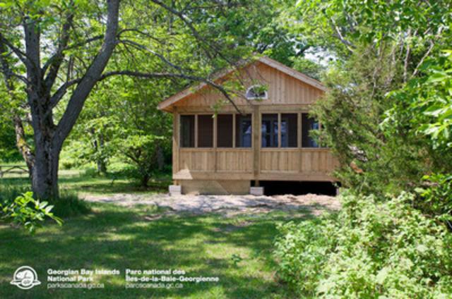 Un chalet de la Source aux Cèdres : Parc national des Îles-de-la-Baie-Georgienne. (Groupe CNW/Parcs Canada (Unité de gestion de la baie Georgienne et de l'Est de l'Ontario))
