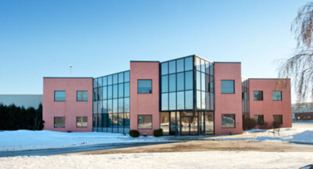 290, avenue Guthrie, Dorval (Québec) - Type de propriété : Bâtiment industriel, Superficie : 42 490 pieds carrés, Nombre d'étages : 1 (bâtiment industriel) et 2 étages de bureau (Groupe CNW/Manulife Real Estate)