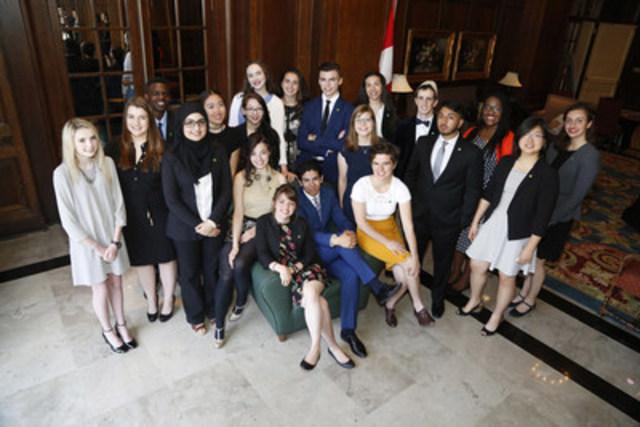 À titre de lauréats 2016 d'une Bourse d'études TD pour le leadership communautaire, 20 étudiants canadiens seront honorés pour leur contribution et leurs réalisations exceptionnelles. À l'occasion d'une cérémonie organisée par le Groupe Banque TD à Ottawa le 31 mai 2016, chaque lauréat recevra jusqu'à 70 000 $ pour payer ses droits de scolarités et ses frais de subsistance pendant ses études postsecondaires. (Groupe CNW/Groupe Banque TD)