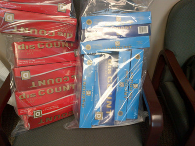 Échantillons de cartouches de cigarettes Discount saisies pendant la perquisition (Groupe CNW/Gendarmerie royale du Canada)