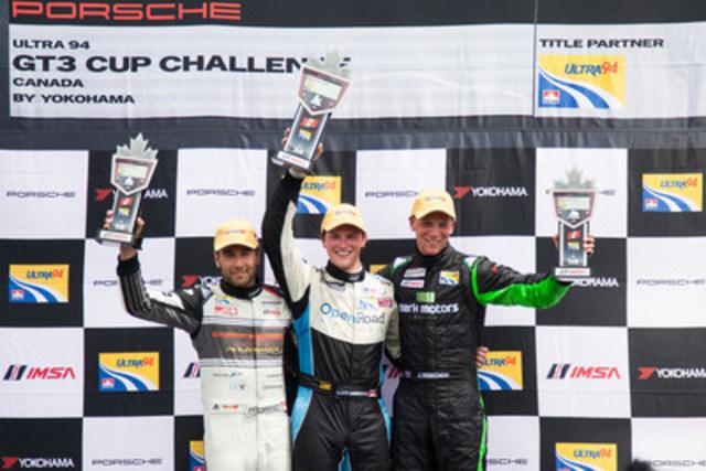 À l'issue de la huitième épreuve de la saison 2016 de la Série Ultra 94 Porsche GT3 Cup Challenge Canada présentée par Yokohama, tenue dans le cadre du Toronto Indy, on voit sur le podium (de gauche à droite) Daniel Morad (2e), Scott Hargrove (1er) et Zach Robichon (3e). (Groupe CNW/Automobiles Porsche Canada)