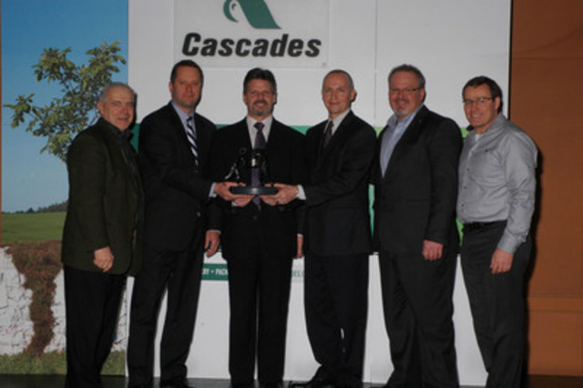 Alain Lemaire, Cascades' President and CEO, David Pretty, Xerium's President North America & PMC Europe, Harold Bevis, Xerium's President & CEO, John Lamont, Xerium's Vice President Sales, Stéphane Dubé, Cascades' Corporate Procurement Manager and Mario Plourde, Cascades' Chief Operating Officer (CNW Group/CASCADES INC.)