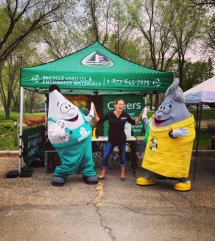 Building awareness and community outreach are part of SARRC's summer Ambassador program. Enthusiastic university student Ambassadors travel the province visiting communities and retailers with mascots Mr. Oil Drop and Auntie Freeze. (CNW Group/Saskatchewan Association for Resource Recovery Corp. (SARRC))