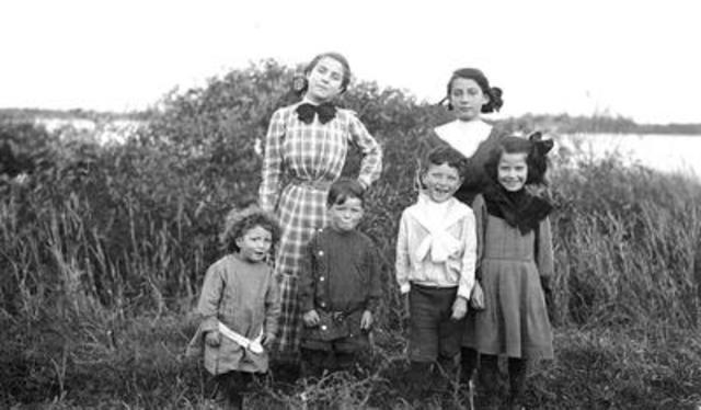 Photo : Les enfants de la famille Martin, 1910. Photographe non identifié. Collections de BAnQ. (Groupe CNW/Bibliothèque et Archives nationales du Québec)