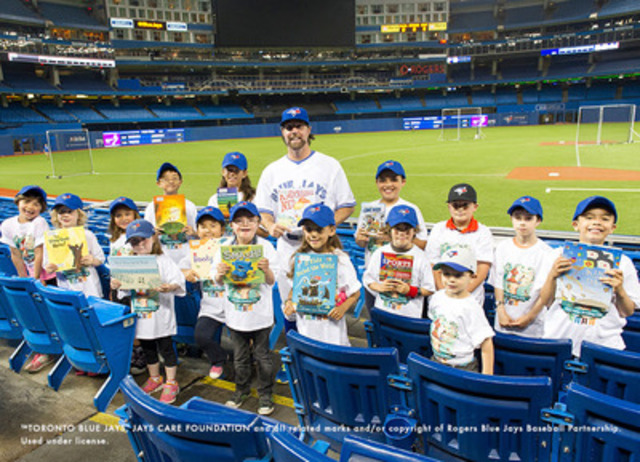 Mayor John Tory and R.A. Dickey keep kids reading throughout the summer with Toronto Public Library's Top Summer Reads for Kids (CNW Group/Toronto Public Library)