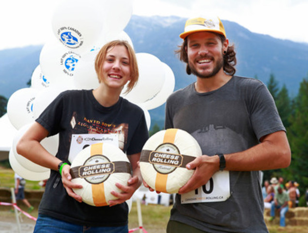 Ximena Abresch from Trail, British Columbia and Jordan Lenham from Cambridge, England fell for Canadian cheese and are crowned champions at the 2014 Canadian Cheese Rolling Festival. (CNW Group/100% Canadian Milk)