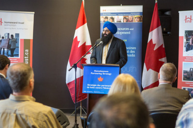 Minister of State Uppal at the podium. (CNW Group/Human Resources and Skills Development Canada)