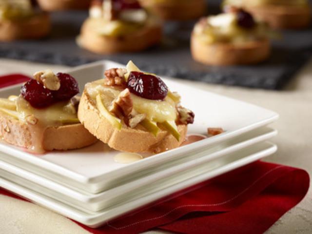 Udi's Apple, Cranberry and Brie Crostini (CNW Group/Udi's Healthy Foods LLC)