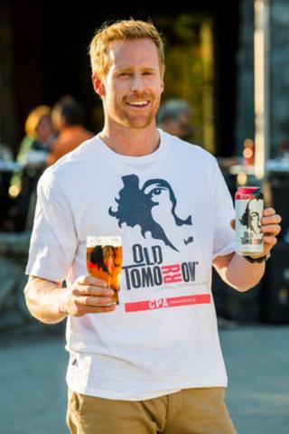 Jon Montgomery enjoys Old Tomrrow beer in Whistler (CNW Group/Old Tomorrow)
